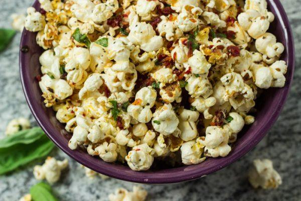 popcorn-basilic-parmesan-tomates-sechees